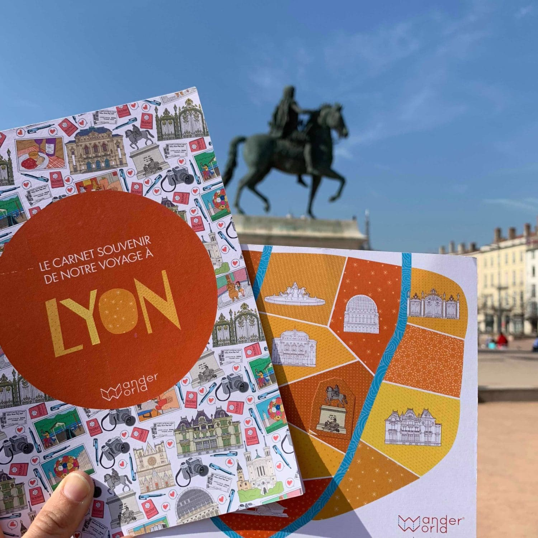 visiter Lyon en famille avec le carnet de voyage WanderWorld