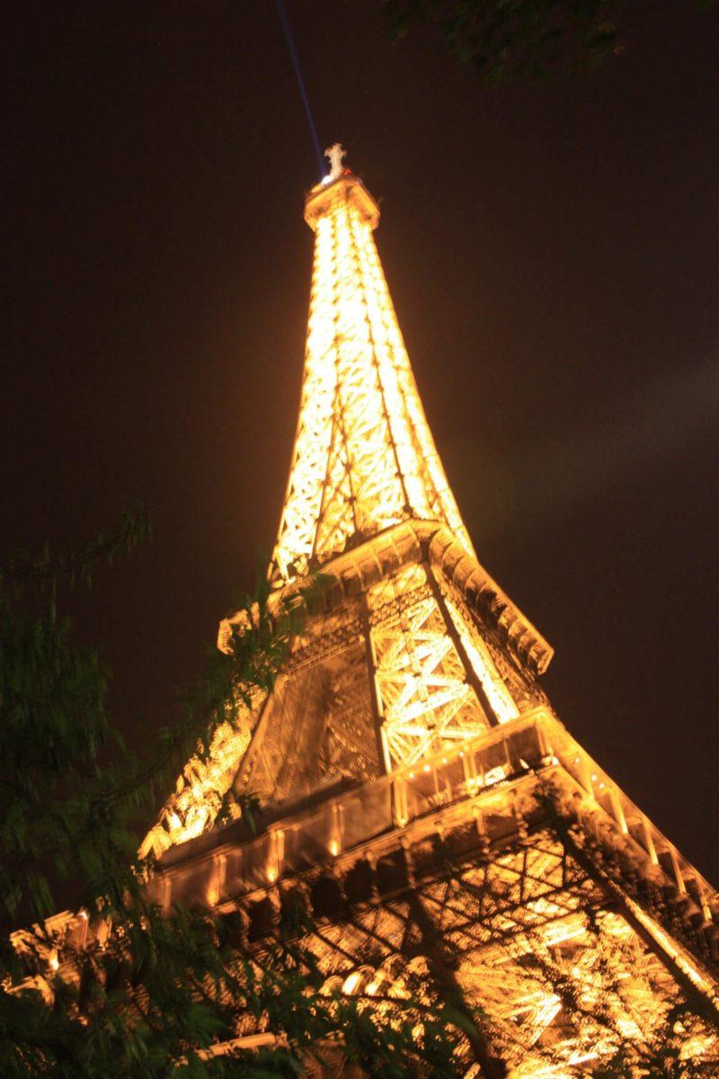Tour Eiffel illuminée d'un week-end en famille à Paris