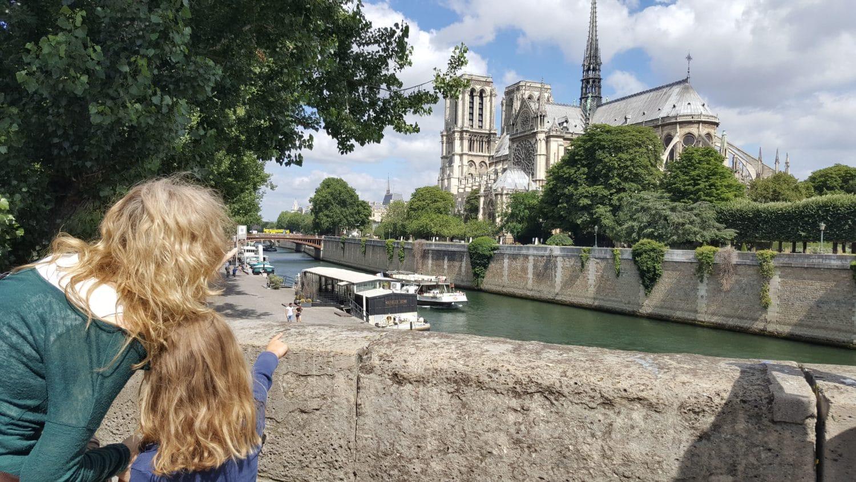 Notre Dame de Paris pendant un week-end à Paris en famille