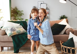 Singing with your family: an idea of activity to keep children at home