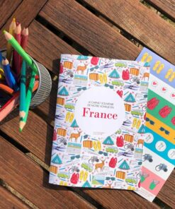carnet de voyage en France WanderWorld avec autocollants pour les enfants