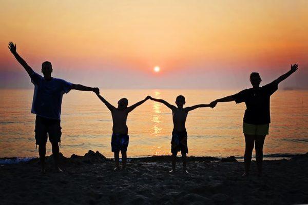 Vacances à la plage en famille