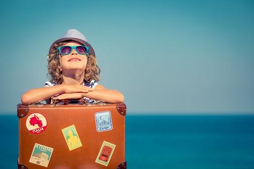 valise pour partir en vacances à la mer en famille